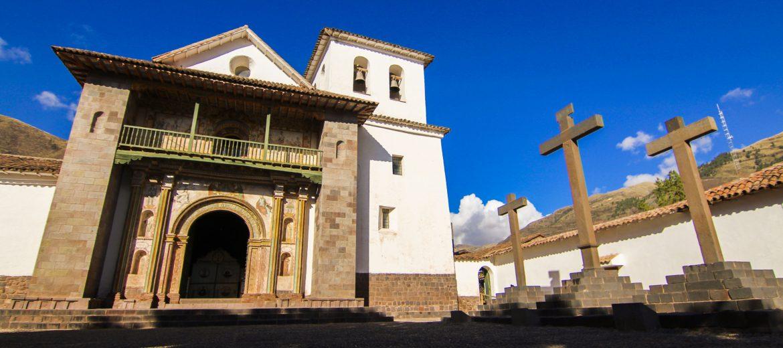 La Iglesia de San Pedro Apóstol en la Ruta del Sol